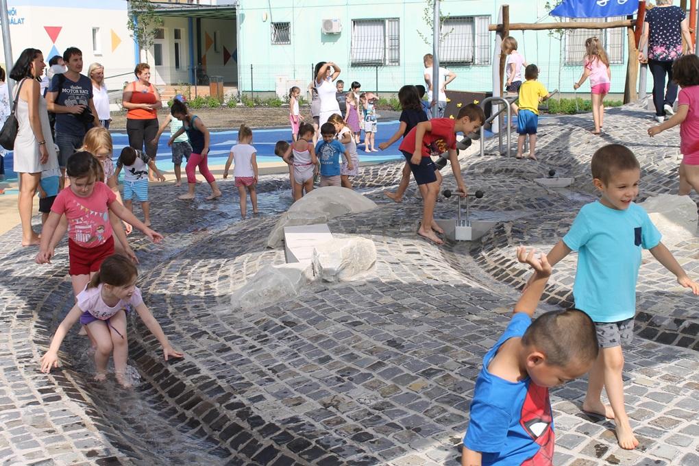 Zsilipekkel szabályozható patak (fotó: ittlakunk.hu)