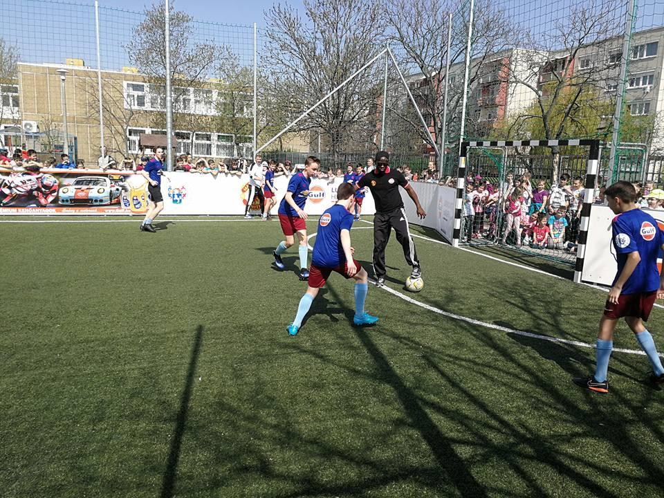 A sztrár együtt focizott a gyerekekkel (fotó: Borbély Lénárd)