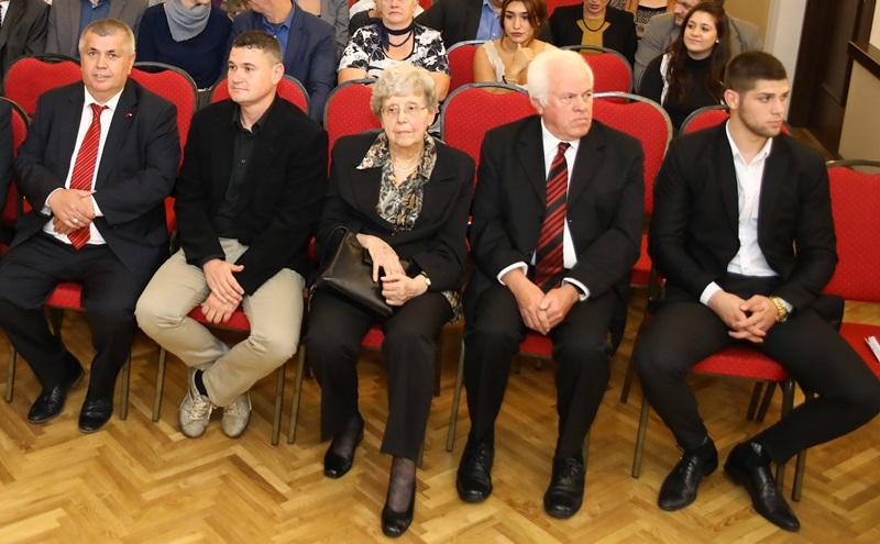 A képen balról jobbra: Hafuzi Avnija, Lakó József, dr. Valentovics Julianna, Prof. Dr. Terbe István és Szőke Alex
