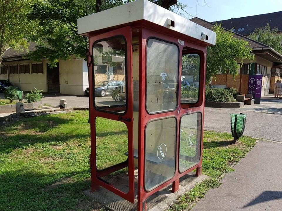 A kiszuperált telefonfülkéből könyvszekrény lehet