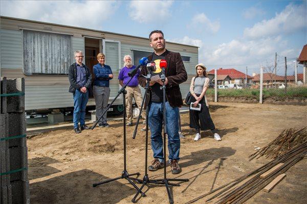 Sipos Zoltán, az Utcáról Lakásba Egyesület munkatársa (fotó: Balogh Zoltán – MTI)